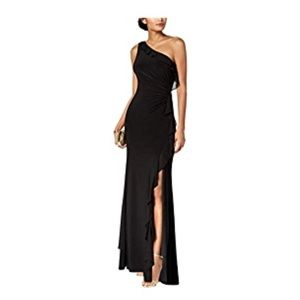 Vince camuto off one shoulder black gown. Size 12